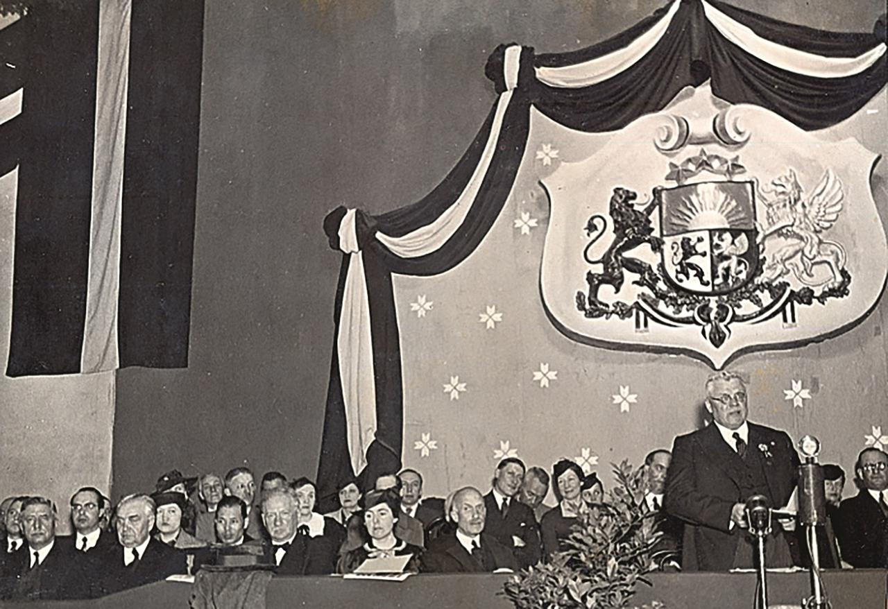 Goda vietas Eiropas čempionāta atklāšanas laikā Sporta namā 1937. g. 2. maijā. Runu teic Valsts prezidents Kārlis Ulmanis. Foto: Latvijas Sporta muzeja krājumā (autors nezināms).