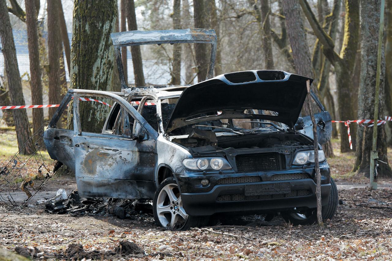 Noziedznieku auto tika atrasts sadedzināts Mežaparkā.