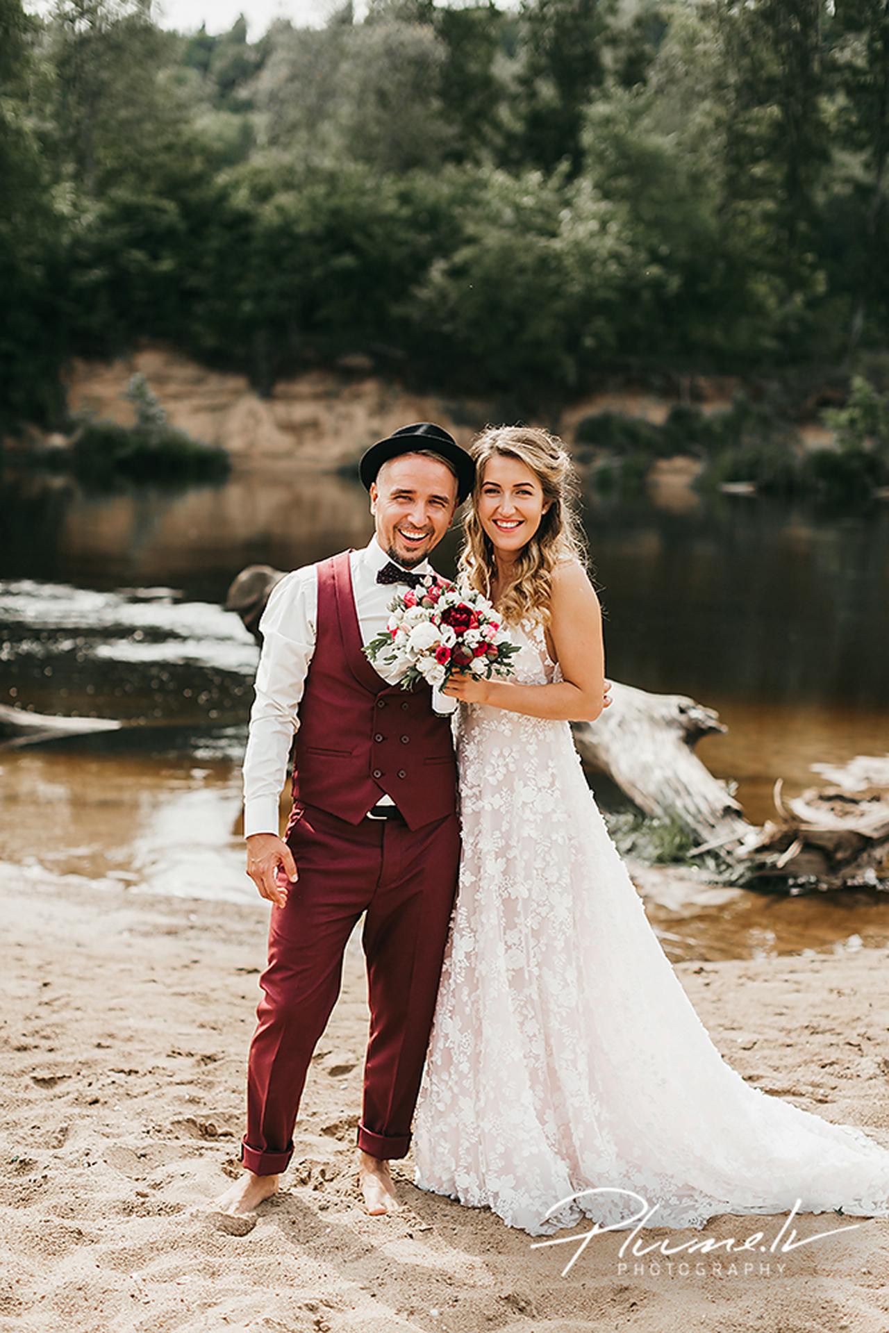Jaunais pāris vēlējās, lai viņu kāzu ceremonija noritētu gleznainā vietā.
