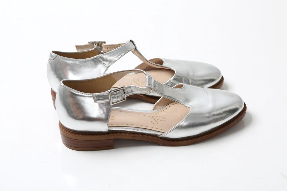 Clarks kurpes  Slavenas ar savu izcilo un ērto liesti, bet šīm man iepatikās retro siluets un metāliskā krāsa. 10 eiro, RDA Liepājā.