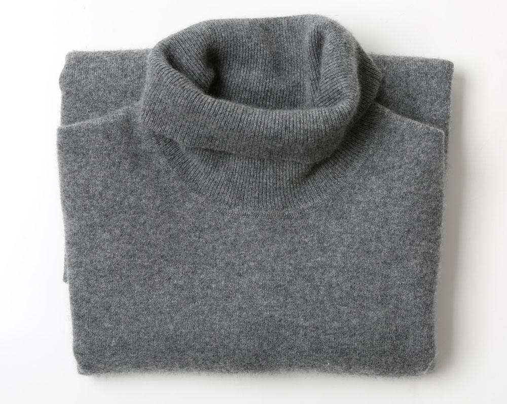 Pelēks džemperis  Ļoti mīksts un kvalitatīvs, tīra kašmira. Par tādu cenu!  7 eiro, Timberlit.