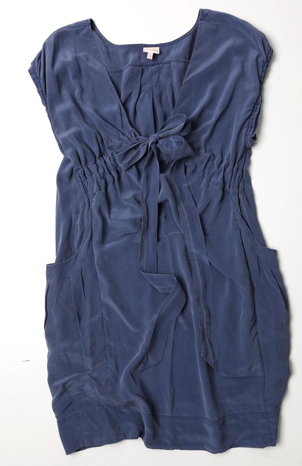 Zilā kleitiņa  Iemīlējos neparasti skaistajā zilā nokrāsā un materiālā – 100% zīds!  4 eiro, Econom Class.