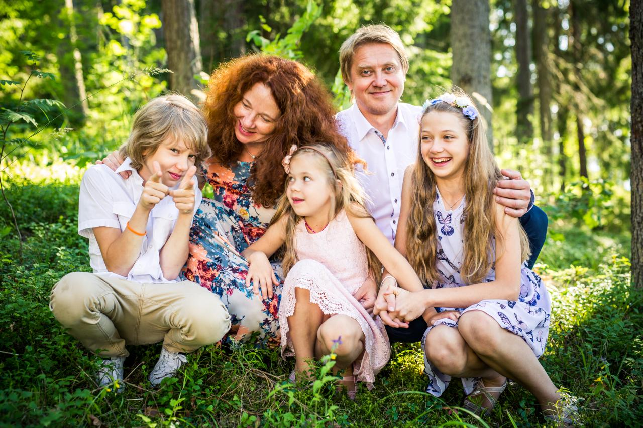 No persiniskā arhīva.2017. gada vasarā kopā ar Indru un bērniem Gustu, Lību un Dārtu.