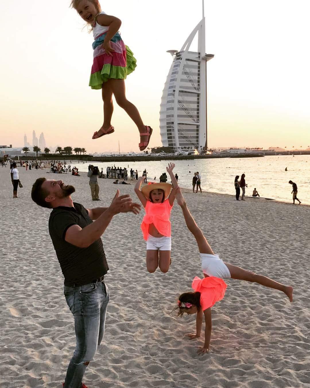 Ģimenes ceļojuma laikā Dubaijā.
