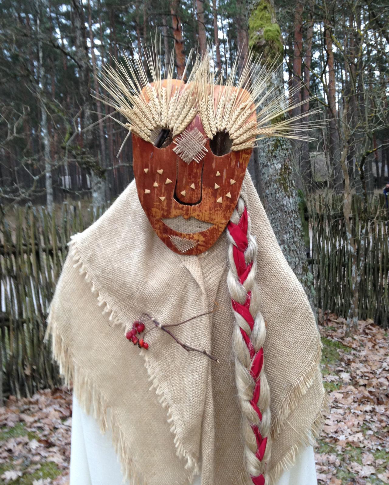 «Tā ir Karlsona māmuķīte latviešu versijā,» smējās KRISTĪNE ŽELVE, ieraugot Brīvdabas muzejā izveidoto lelli, un nosprieda, ka šī būs gana laba profia bilde viņas tvitera kontam.