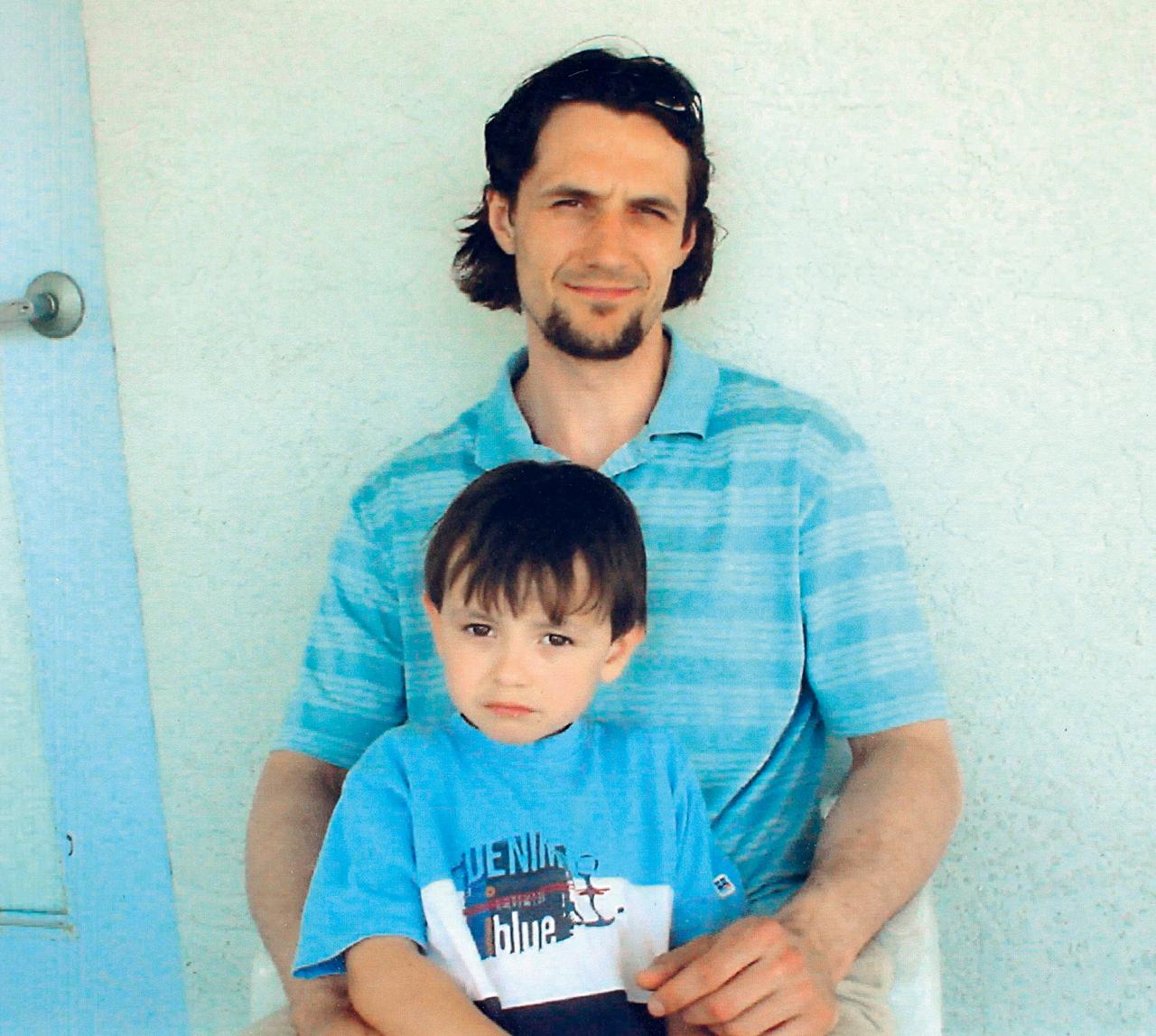 Sergejs Žoltoks ar jaunāko dēlu Ņikitu.