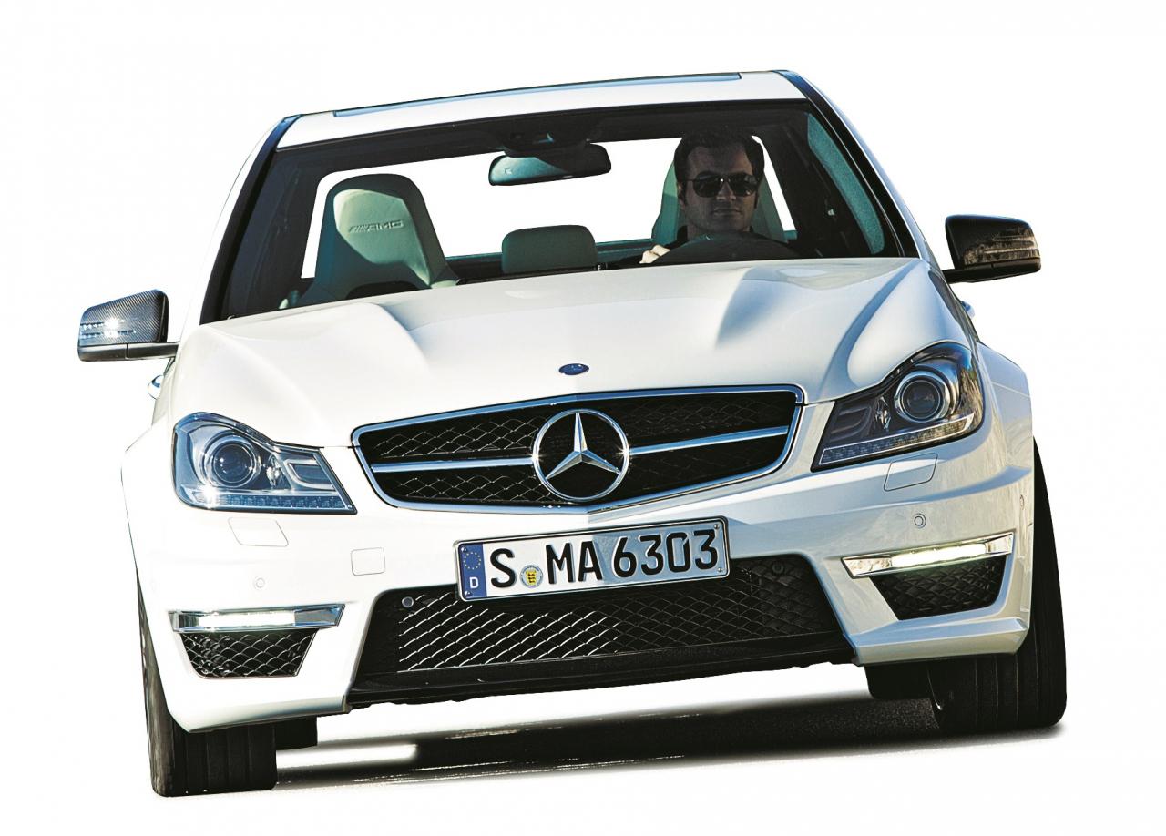 No ārpuses C klase, iekšpusē īsts monstrs: V8 Mercedes ceļā uz klasiķa nākotni