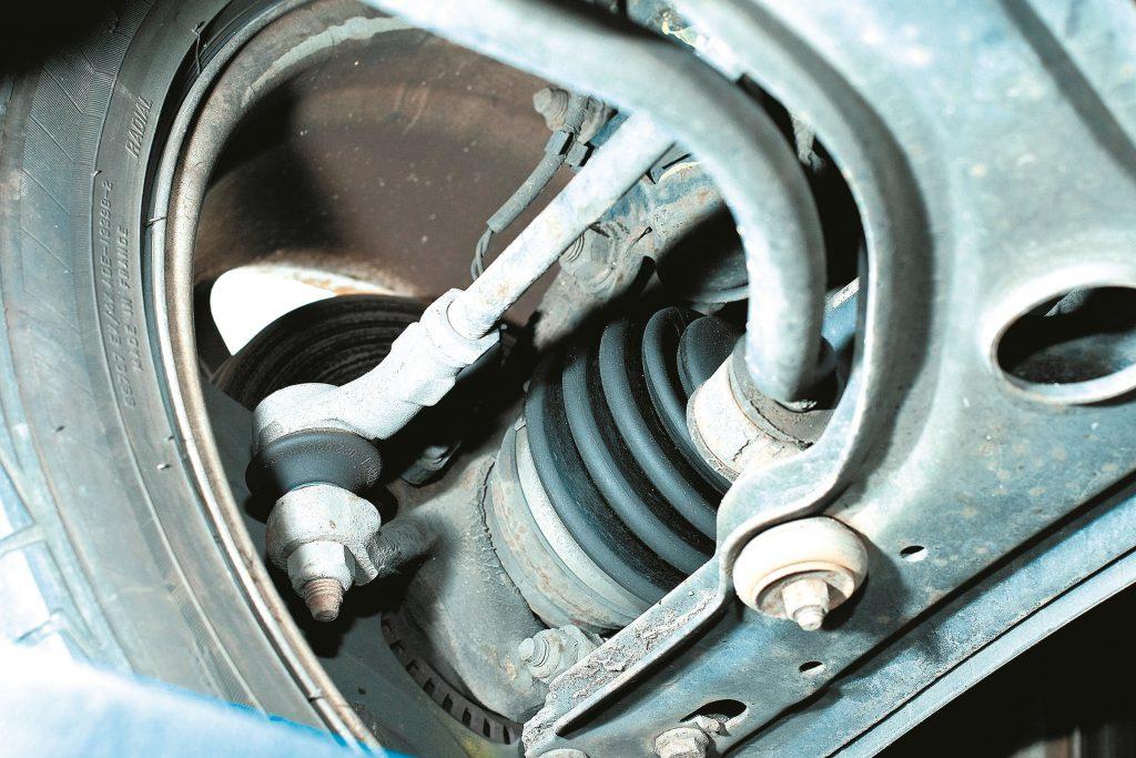 Golf III vājās vietas – gumijas bukses un gultņu putekļsargi