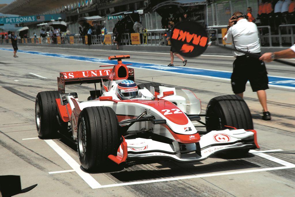 Formula 1 riepas: lai brauktu pa ielu, tām būtu nepieciešams dziļāks protektors