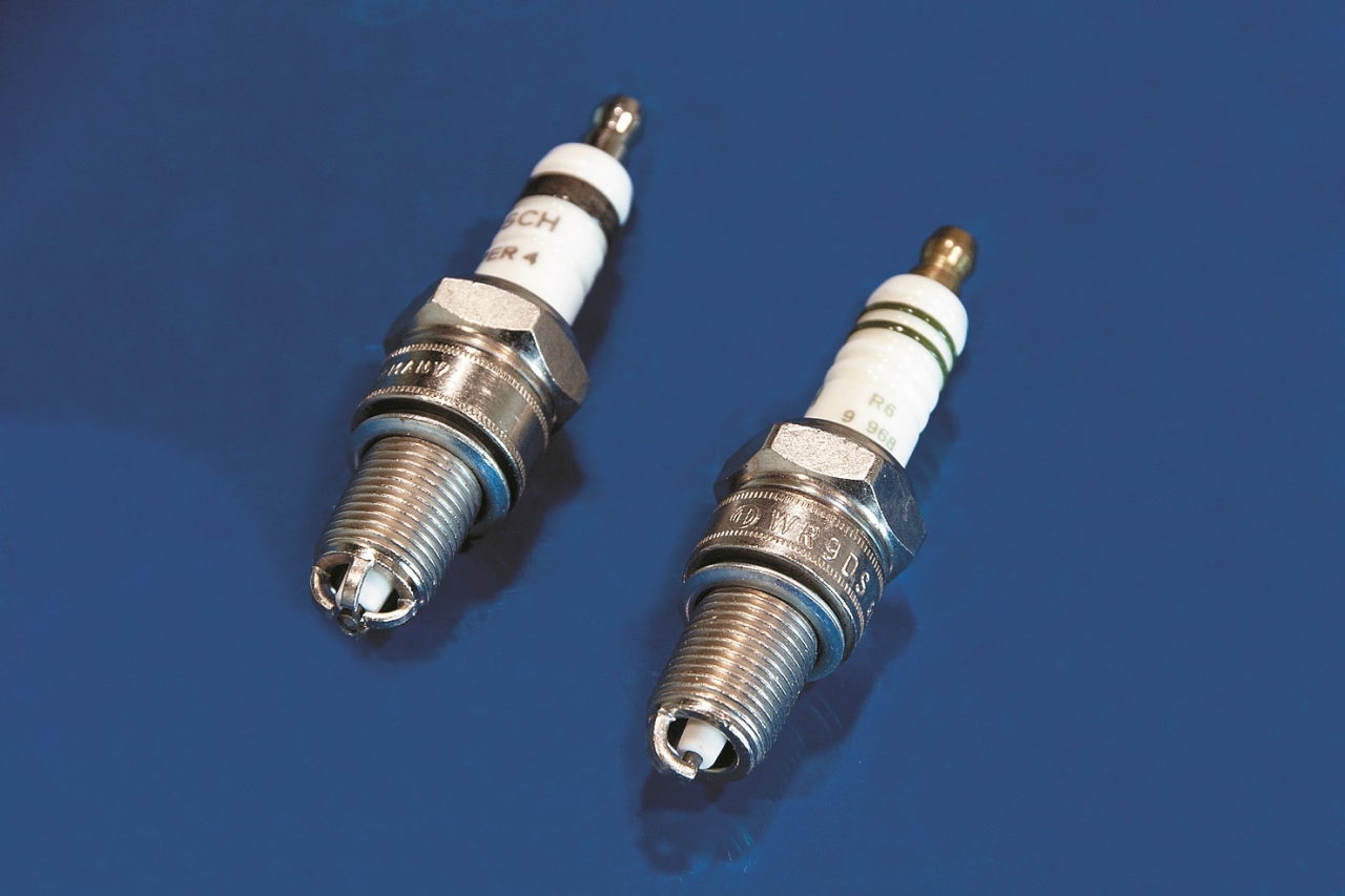 Aizdedzes sveces (ar vairākiem elektrodiem un tradicionālā – ar vienu elektrodu).