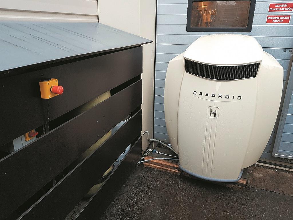 Pie mājas gāzes sistēmas pievienojams kompresors, kas CNG balonu uzpildīs dažu minūšu laikā.
