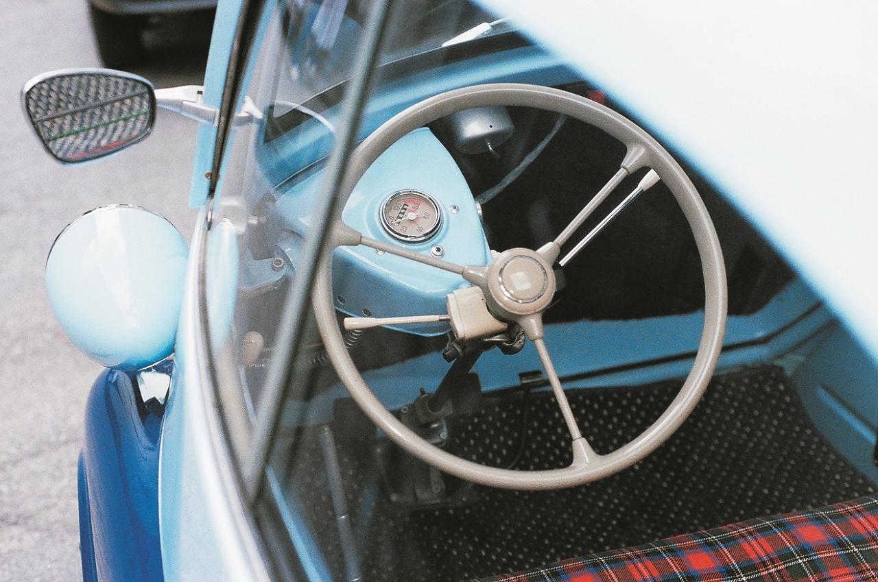 Stūre pievienota uz priekšu veramām durvīm. 1955. gads, BMW Isetta 300.