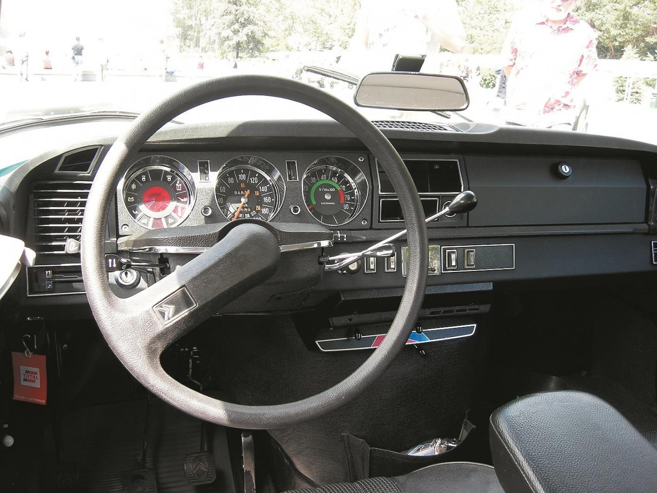 Vienstara stūre papildu drošībai. 1974. gads, Citroën DS.