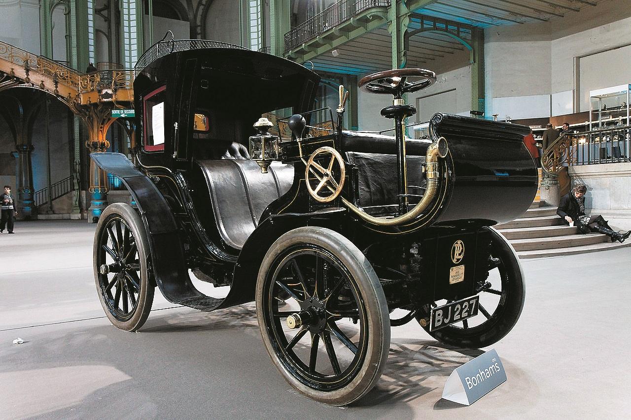 Klasiskās stūres aizsācējs 1901. gadā Panhard et Levassor.