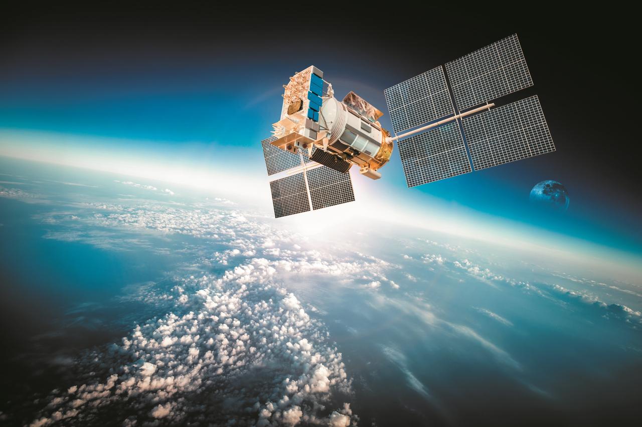 Viena satelīta aptuvenā masa ir 1500 kg, izmaksas ap 50 miljoni ASV dolāru, vidējais darba mūžs ir 6–10 gadi. Tiek izmantoti kontrolmērījumi no nepilni divi simti ģeofizikālo GPS observatoriju (tostarp arī Rīgas), lai precīzi uzturētu GPS izmantoto koordinātu sistēmu.