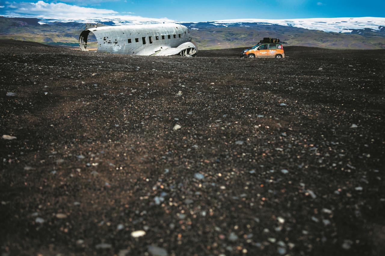 Nonācis lejā: šī lidmašīna Otrā pasaules kara laikā nogāzās šļūdonī, kas to palaida vaļā tikai gadu desmitus vēlāk.