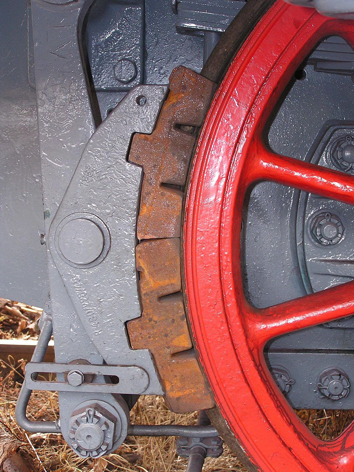 Attēlā redzamās vilciena bremzes ļoti līdzinās sākotnējo automašīnu bremžu sistēmai.