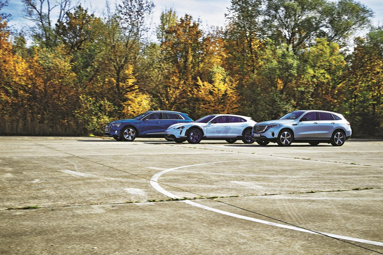 Divi SUV un viens suviņš: Audi un Mercedes-Benz ir klasiski modeļi ar augstiem sēdekļiem, bet Porsche ir drīzāk paaugstināts universālis