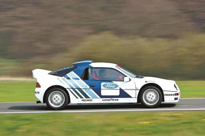 Motors aizmugurē, pilnpiedziņa… Šis visekskluzīvākais RS tika uzbūvēts tikai 200 eksemplāros. No 0 līdz 100 km/h – 4,9 s.
