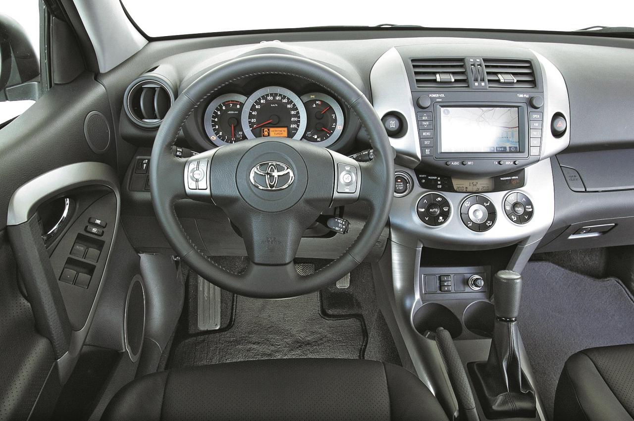 Apdares kvalitāte Toyota modeļiem ir augsta. Patīkamu apdares materiālu ziņā RAV4 apsteidz konkurentus.
