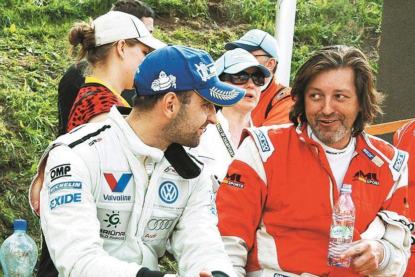 Pārspriežot trases īpatnības 2013. gadā ar lietuviešu braucēju Vitautu Švedu.