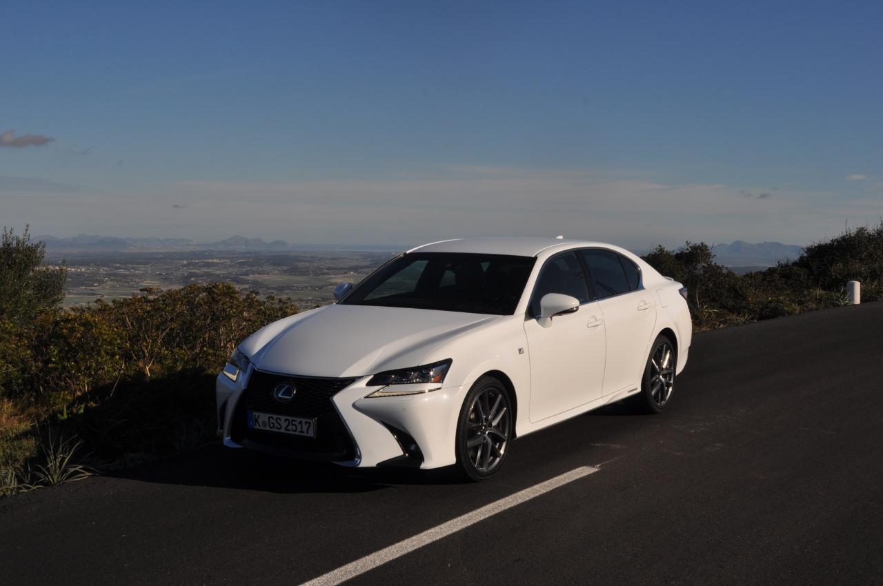 Dinamika un paklausība braucējiem šādas klases automobilim ir atzīstama. Lexus vienotais dizaina stils ieguvis novatorisma iezīmes.