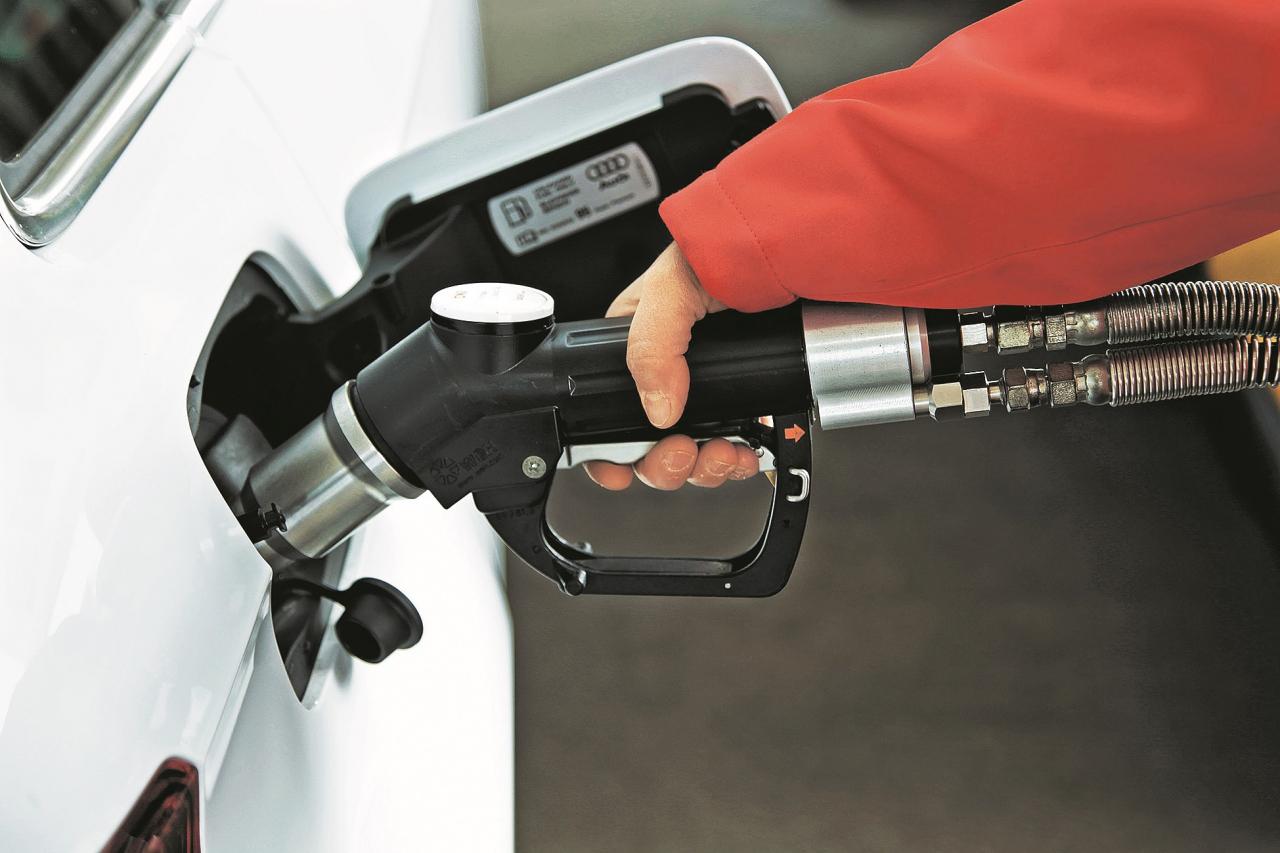 Dabasgāze ir liesāka, turpretī degvielas pistole ir krietni resnāka nekā 95. markas benzīnam.