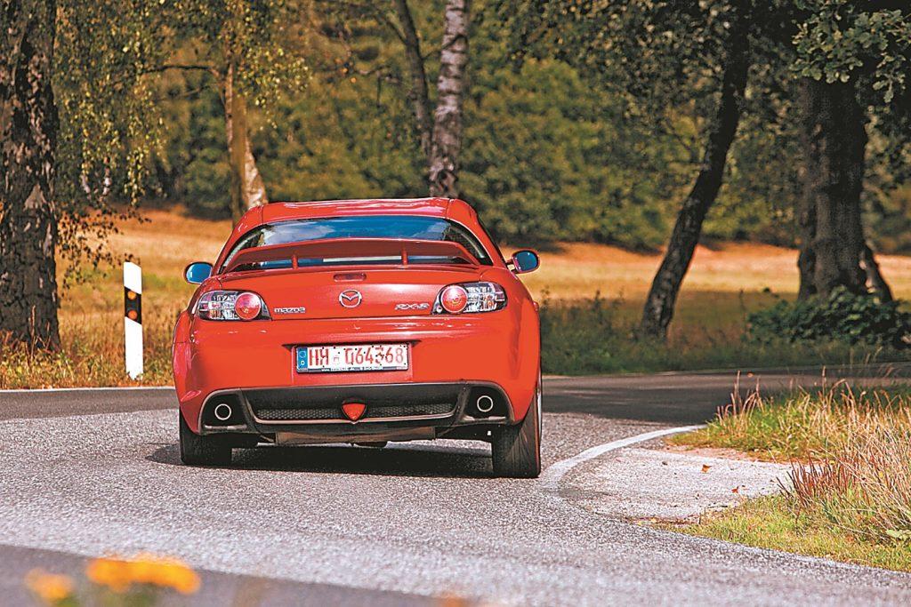 Darbojas aizmugurē: Mazda ar rotoru labi tiek galā pagriezienos
