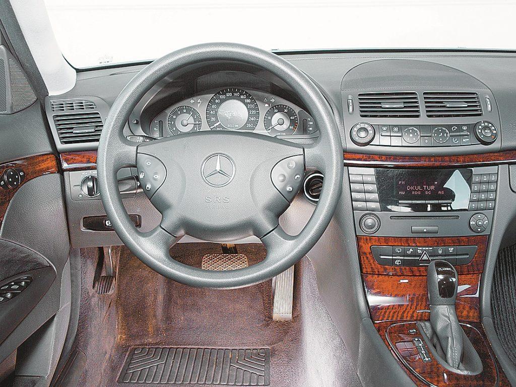 Laipni gaidīti mājās: klasiska Mercedes atmosfēra, labi sēdekļi