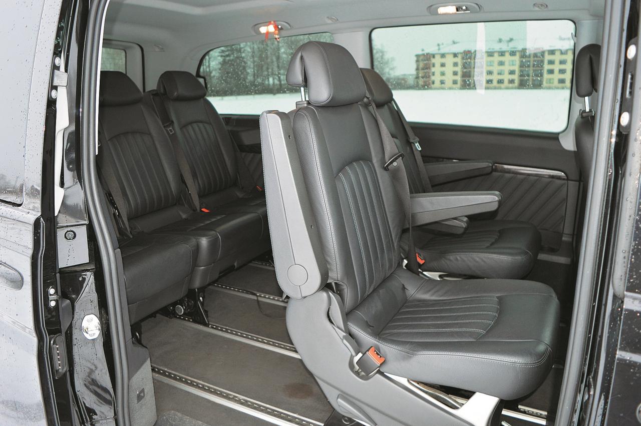 Septiņām personām vietas ir pietiekami, arī bagāžas nodalījums ir gana plašs, kas padara to par ļoti praktisku pārvadātāju.