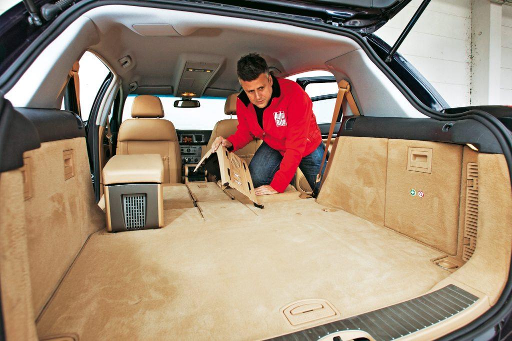 Ērti: bagāžas nodalījuma grīda ir pavisam līdzena