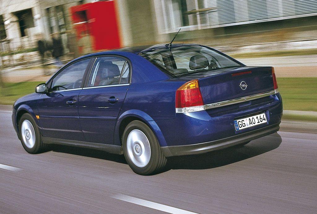 Īsts mietpilsoņa sapnis. Vectra C sedans ir daudz labāks nekā tā rēnais tēls.