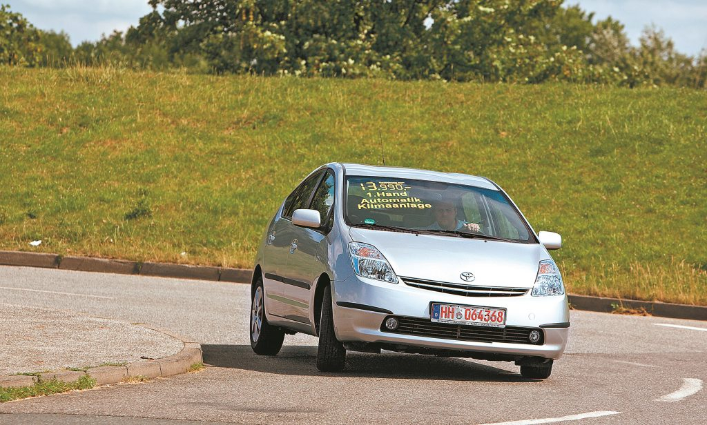Toyota Prius pie neliela ātruma pārvietojas elektriski. Tomēr pie elektrības rozetes tas nav jāpieslēdz.