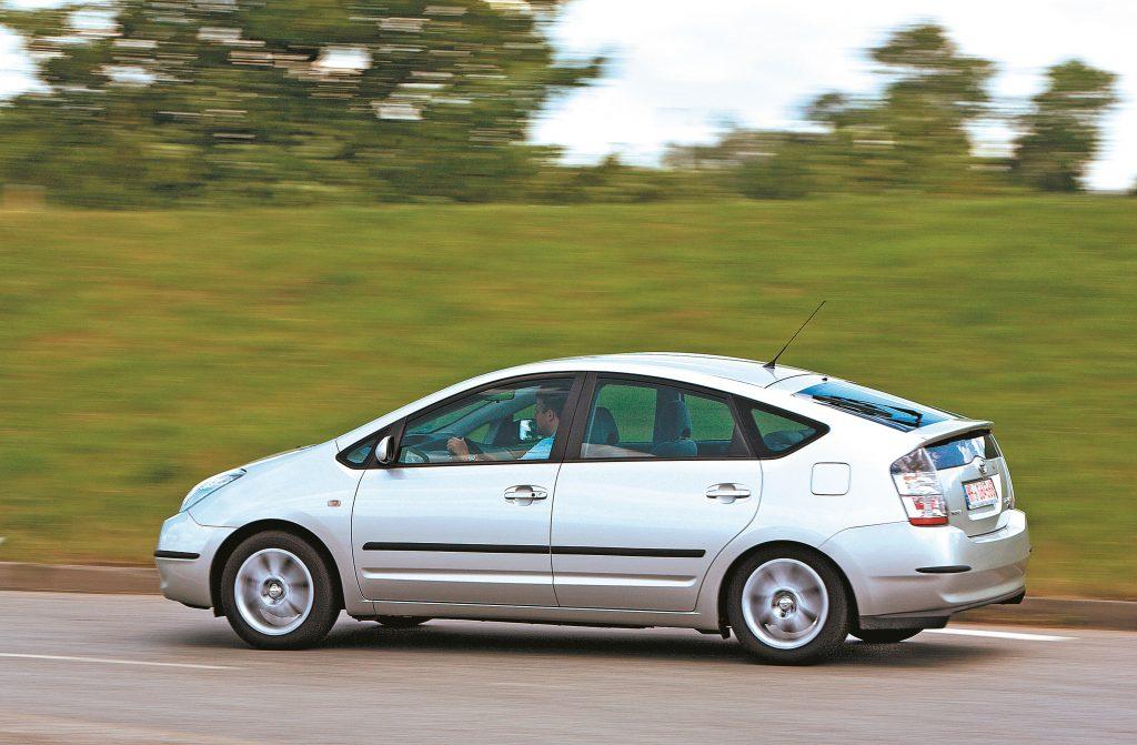Labākai aerodinamikai Prius ir aprīkots ar lielu aizmugurējo antispārnu.