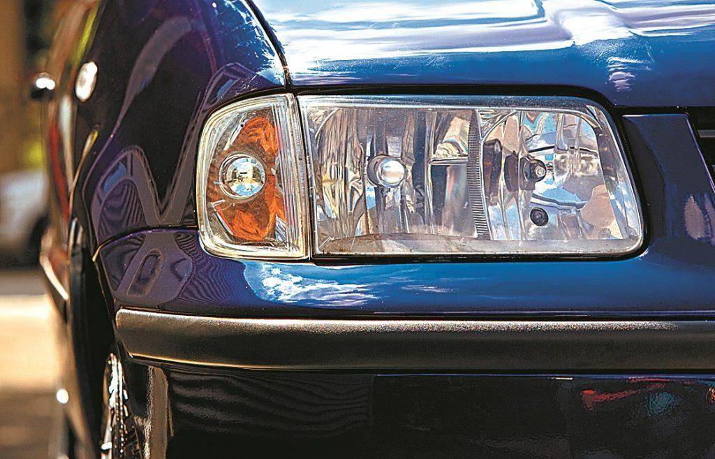Pēc vizuālajiem uzlabojumiem 1999. gada septembrī Polo skatās uz pasauli caur dzidrinātā stikla acīm. Taču tuvās gaismas katram desmitajam auto ir noregulētas nepareizi.