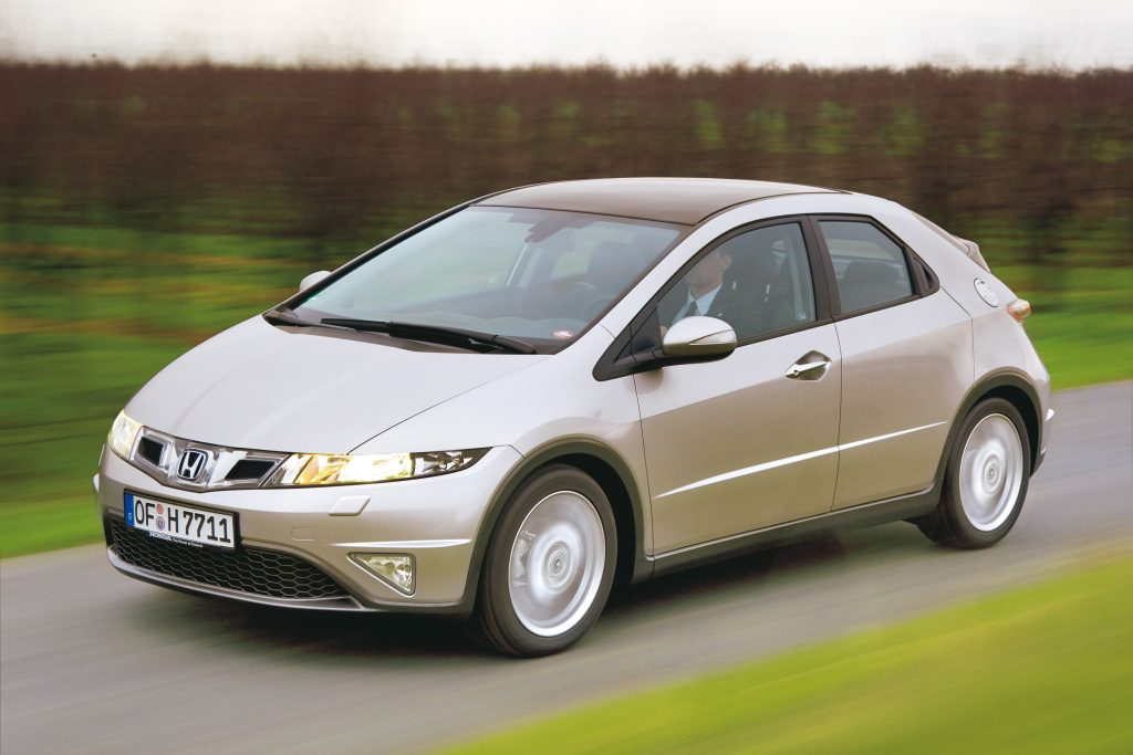 Jaunajā gadā Honda šķīrās no Civic vienlaidus lukturu joslas – starp lukturiem un logo tagad atrodas divas gaisa ieplūdes atveres. Tehniski motoru paleti papildināja 1,4 l (100 ZS) benzīna dzinējs, 1,8 l (140 ZS) agregāts tagad pieejams kombinācijā ar piecpakāpju automātisko pārnesumkārbu. Bez tam standartaprīkojumā ir riepu spiediena sensors.