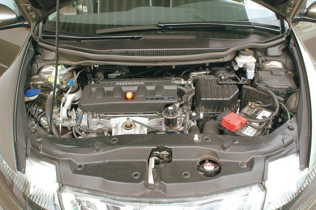 140 ZS barība 100 000 km garumā: pieci litri eļļas un 9268 litri 95. markas benzīna. Jaunajai vārstu regulēšanas sistēmai vajadzēja uzlabot motora darbību, diemžēl rezultāti ir niecīgi.