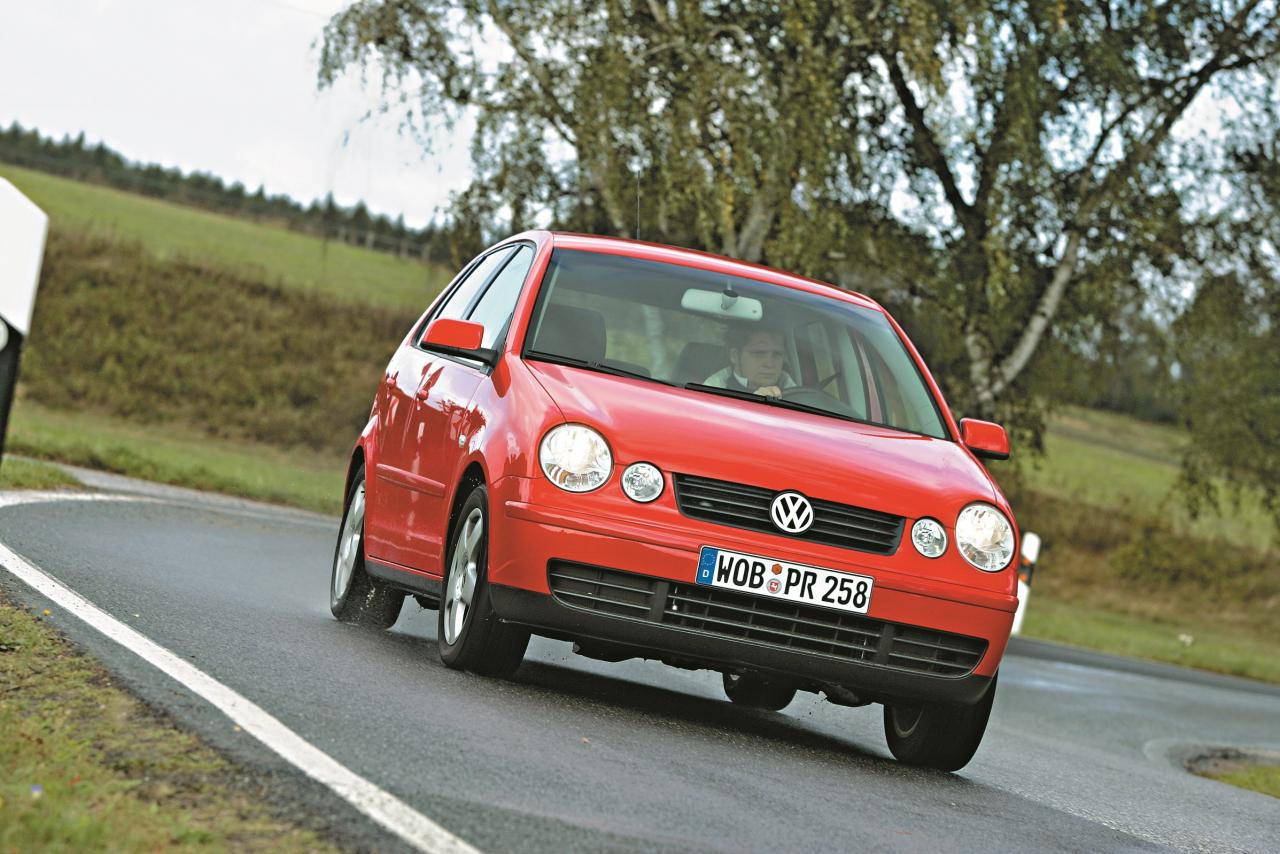 Četras apaļas acis apbur VW Polo 9N aplūkotāju