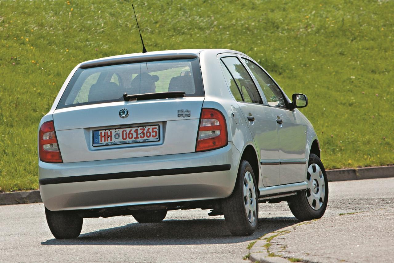 Aiz vāka slēpjas 260 litrus liels bagāžnieks, mazam auto tas ir labs rādītājs. ESP bija pieejams tikai visdārgākajām versijām