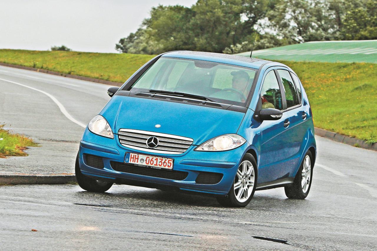 Droša lieta: vismazākajam Benz ir stingras atsperes, un pagriezienos tas tikpat kā nesasveras, standartaprīkojumā iekļautais ESP darbojas ātri.