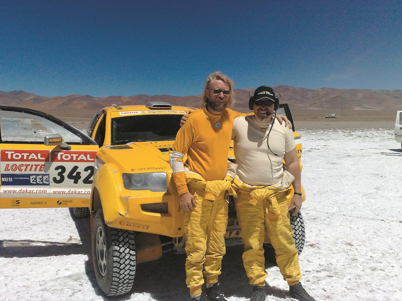 Jānis Āzis kopā ar savu stūrmani Aināru Princi pagaidām savā pēdējā Dakaras rallijā2009. gadā, kad tika izcīnīta augstā24. vieta.
