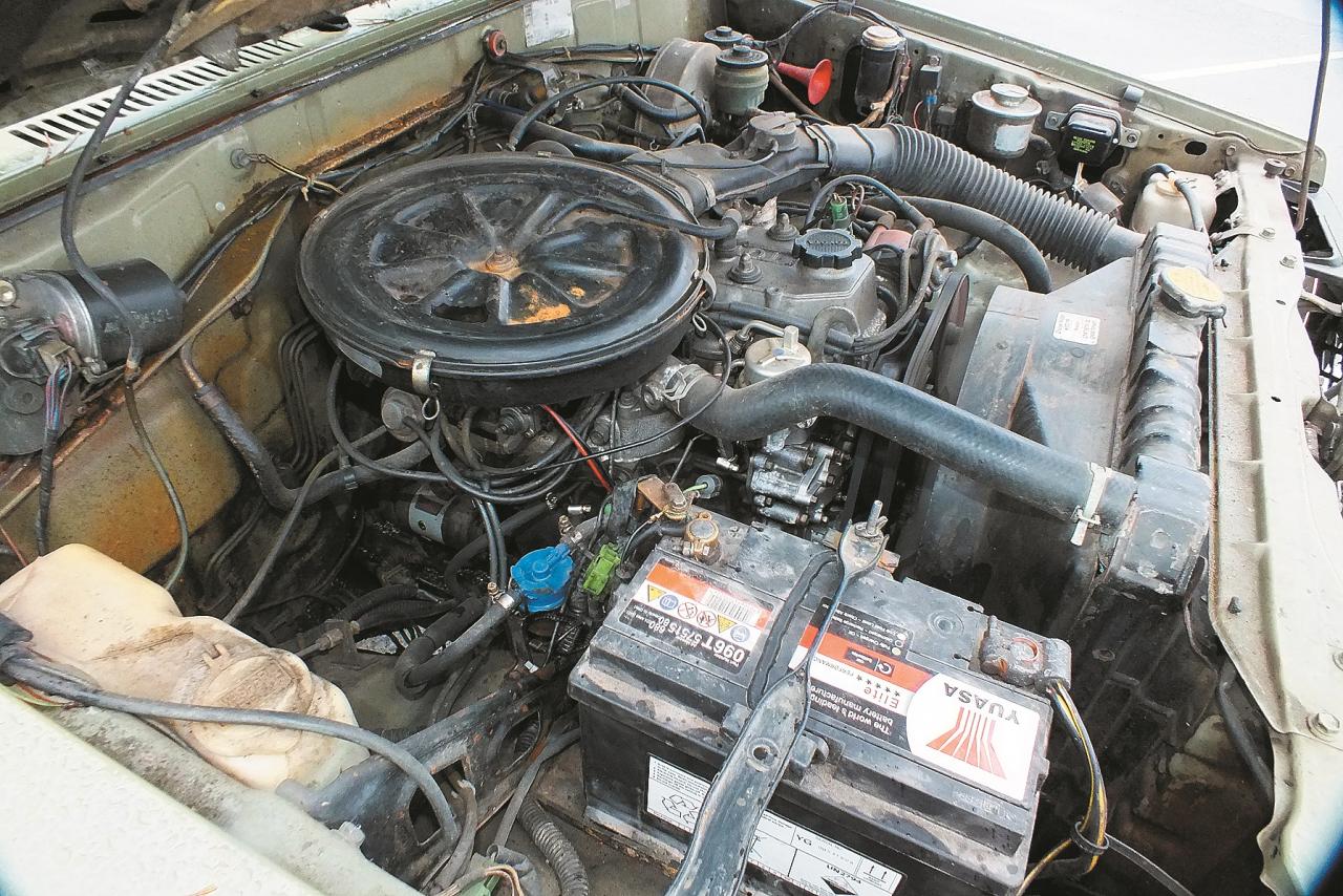 Klasisks rindas četru cilindru karburatora motors – 1980. gadu otrajai pusei konstruktīvi diezgan vienkāršs.