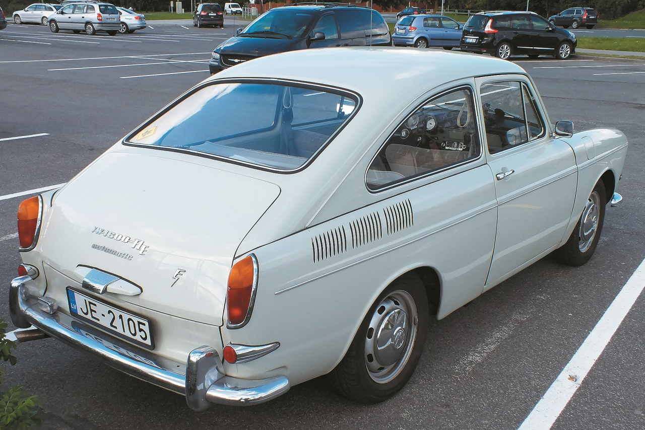 Plūdlīnijas formas – kā jau klasiskai coupe versijai.