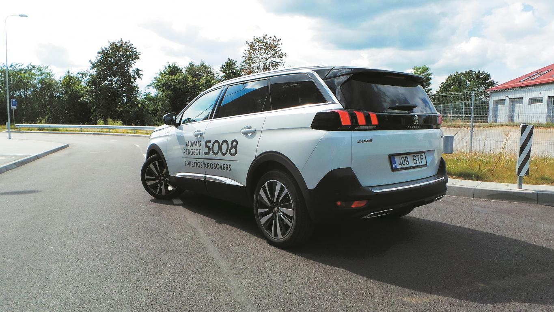 Modeļa nosaukums ir vienīgā saikne starp abām Peugeot 5008 paaudzēm. Šoreiz tas ir milzīgs ieguvums.