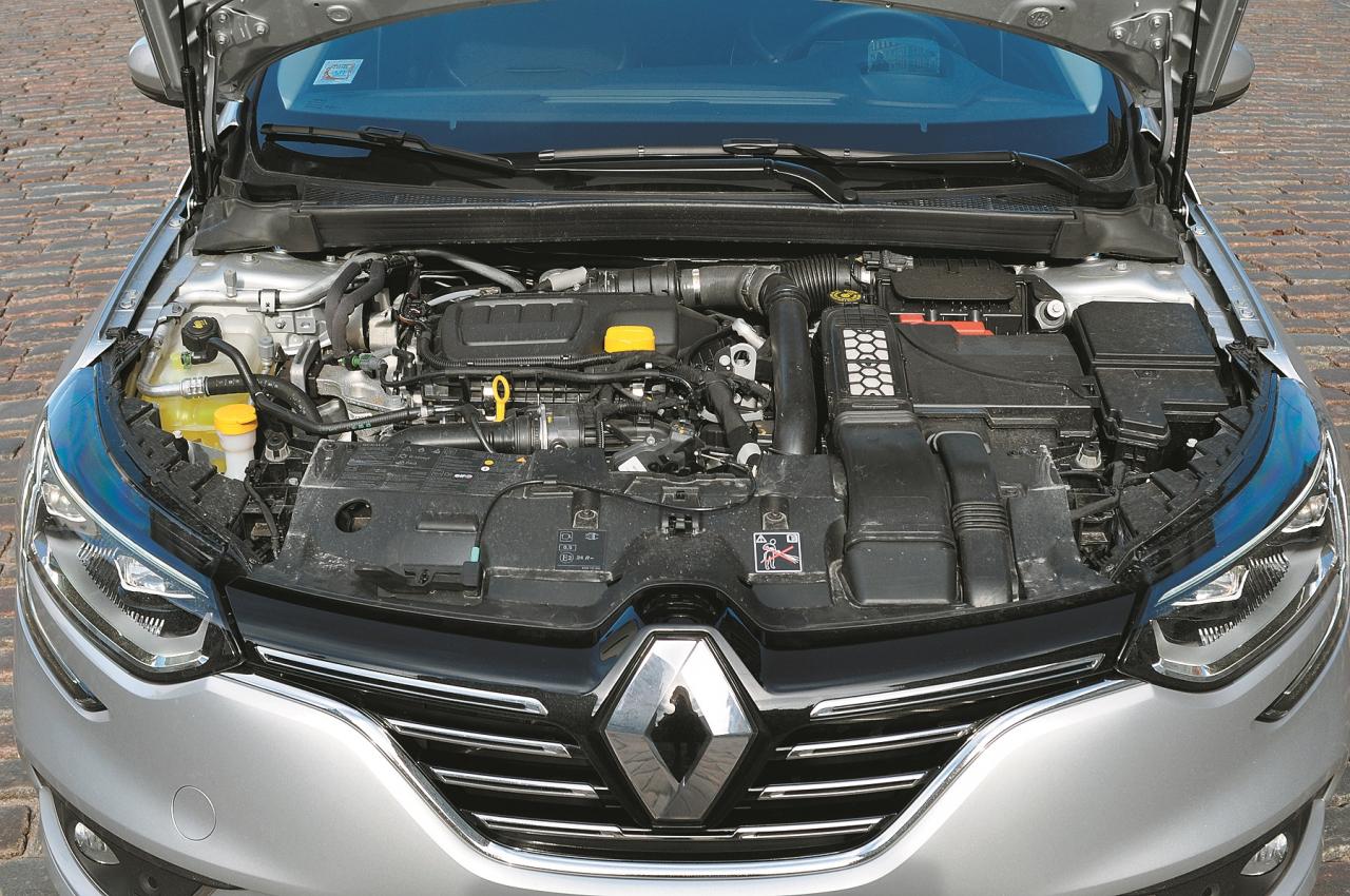 Zem motora pārsega atrodas jaunais 1,6 litru agregāts ar 130 ZS.
