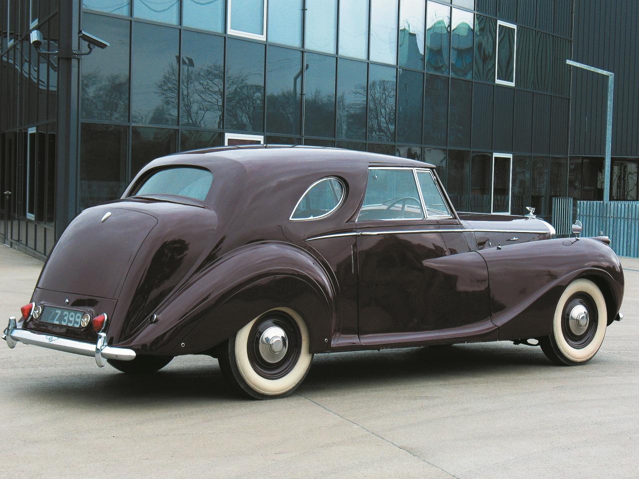 Lai arī šis automobilis ir samērā konservatīvs, tas savā dizainā ir ļoti elegants un iekārojams.