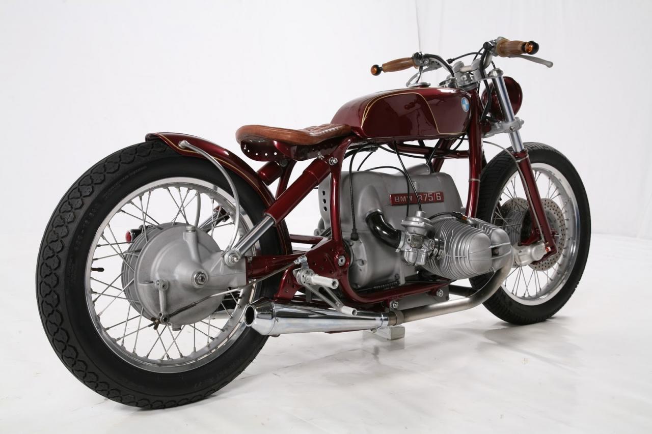 Bobber stila motocikls, kas būvēts uz BMW R75 bāzes
