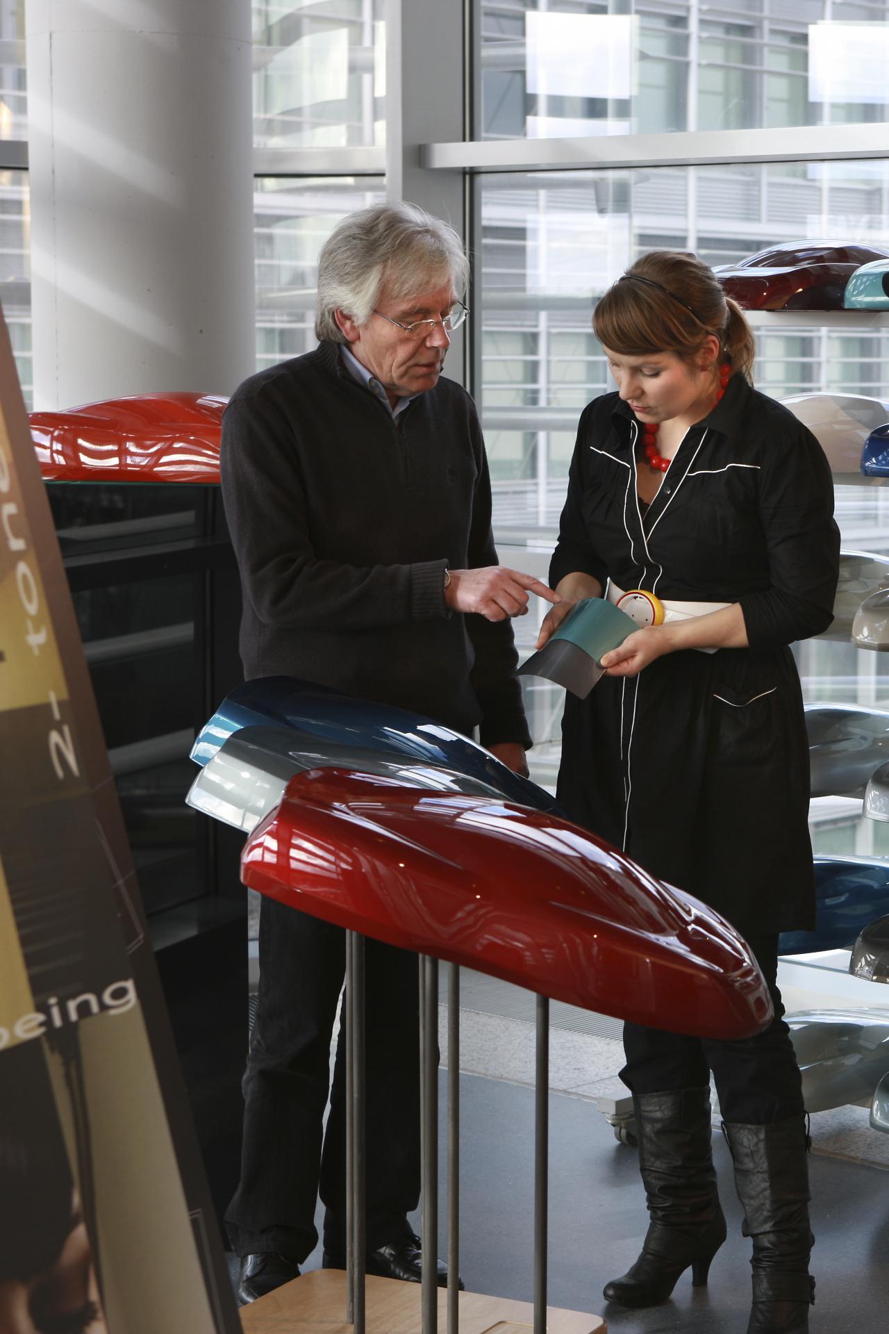 Vesela nodaļa autokompānijā rūpējas par apdares materiālu izvēli un kvalitāti