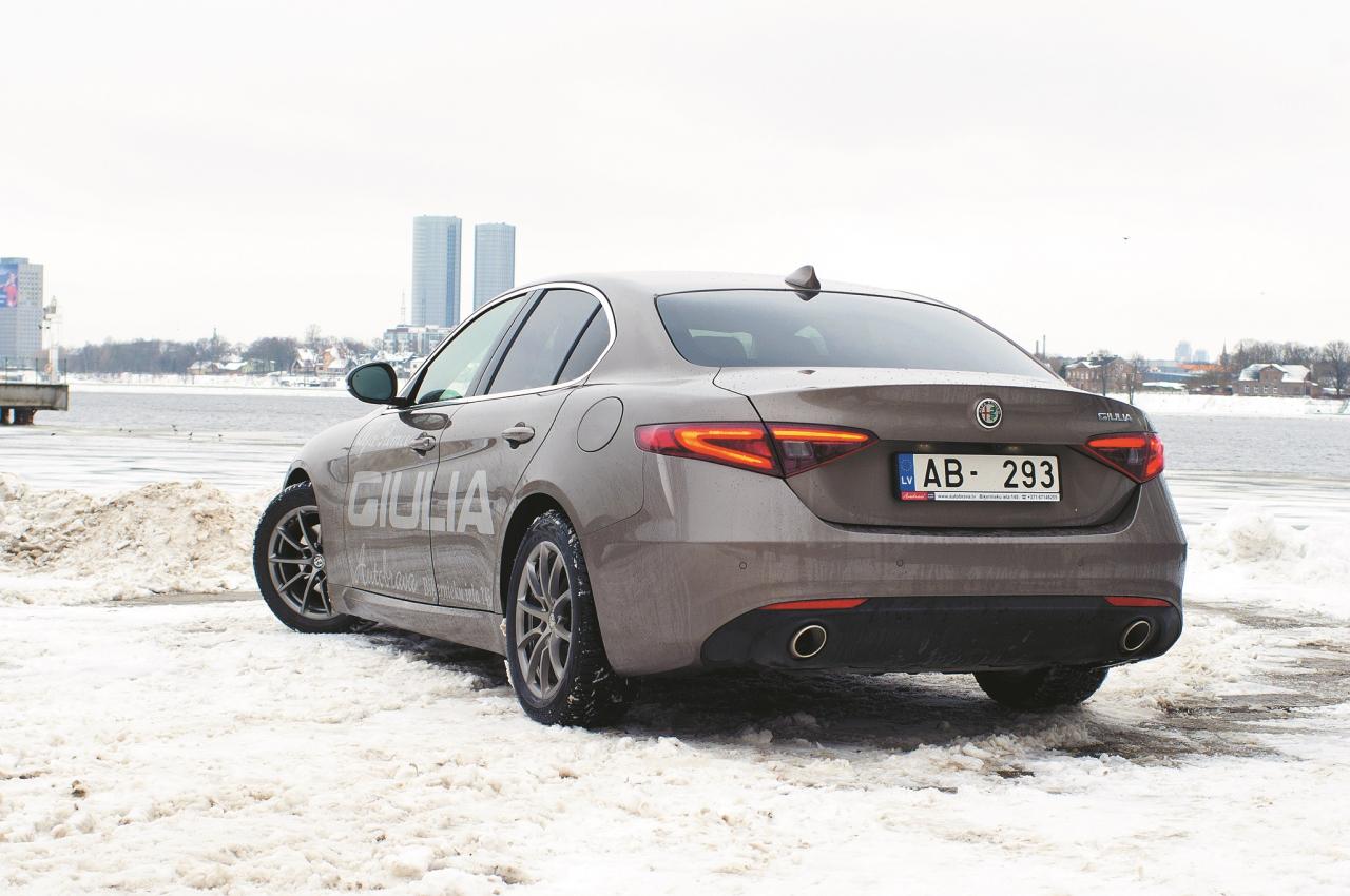 Giulia ir pieejams tikai sedana modifikācijā. Universāļa alternatīva būs Stelvio SUV.