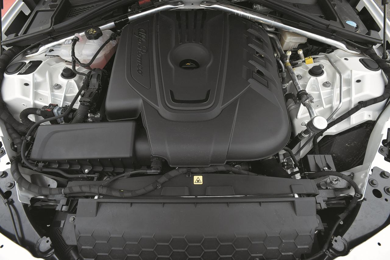 Iespējam nav robežu. No ekonomiska 2,2 litru dīzelīša līdz Ferrari izstrādāta Quadrifoglio 2,9 l V6 Bi-Turbo dzinēja ar 510 ZS un 600 Nm.